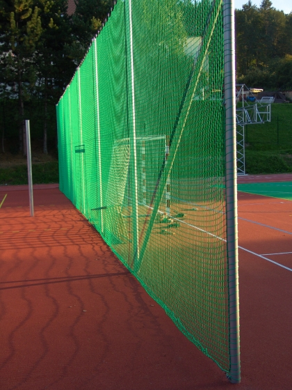 Reti di recinzione per campi da tennis e padel